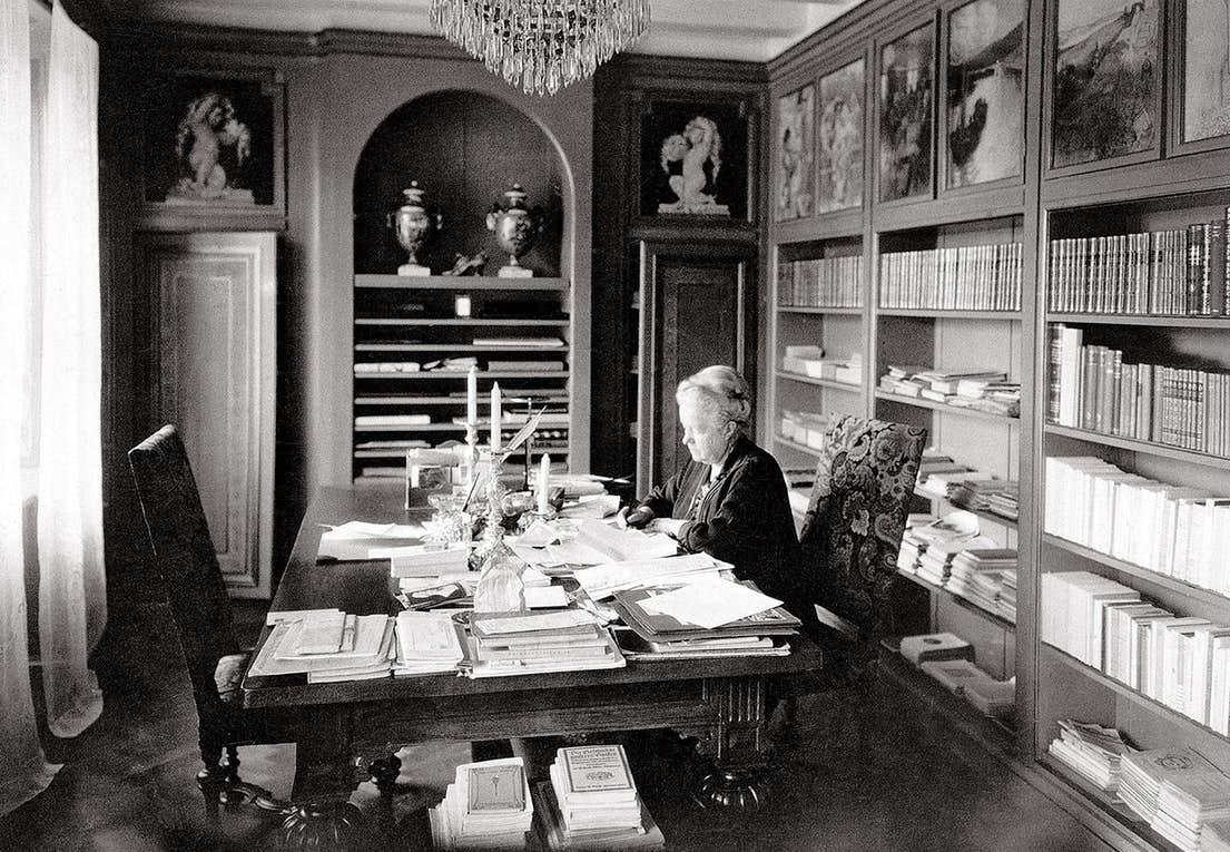 marbacka.com Сельма Лагерлёф в своем кабинете в Морбакке