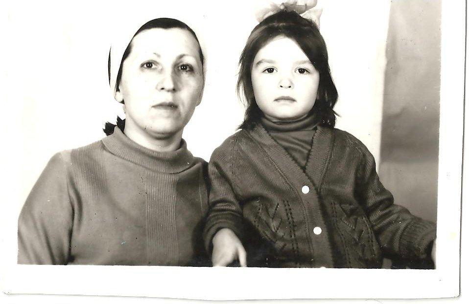 Полина (5 лет) и ее мать Елена Жеребцова, 1990 год. Фотография из личного архива Полины Жеребцовой