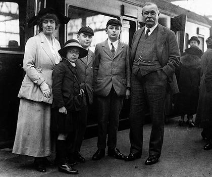 Артур Конан Дойл со своей семьей