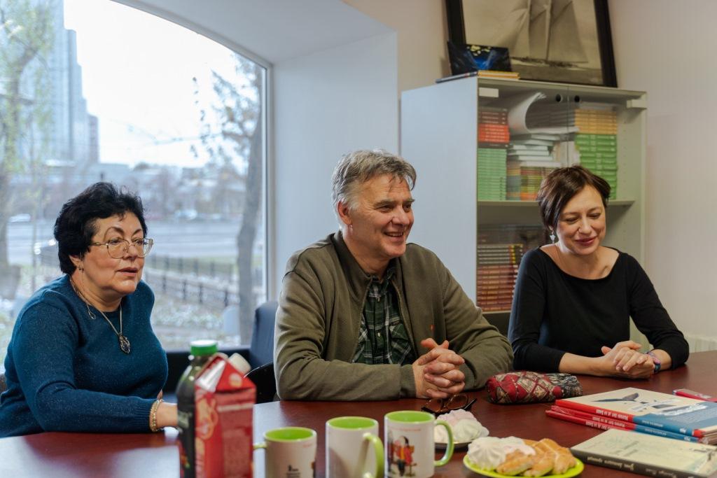 Франсуа Плас со своими переводчицами Ниной Хотинской и Ирой Филипповой. Фото: Роман Сергеев